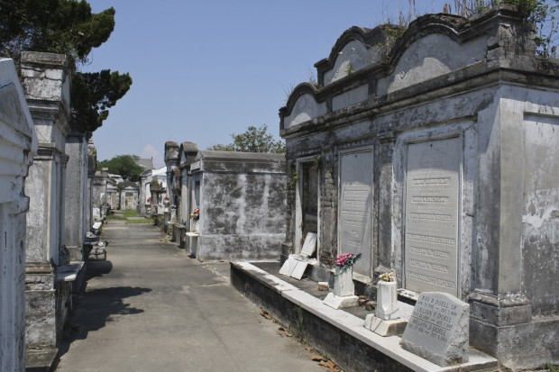 new orleans traditions - tomb cleaning on all saints day